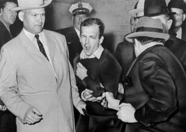 Освальд отрицал свою причастность к обоим убийствам, а два дня спустя, во время перевода в окружную тюрьму, был застрелен владельцем ночного клуба. Это убийство попало в телевизионный репортаж и было показано в прямом эфире.