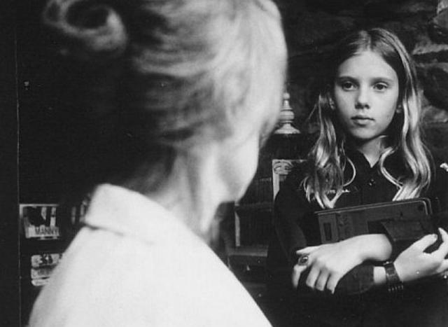 """Через год Скарлетт стала напарницей самого Шона Коннери в криминальной драме """"Правое дело""""."""