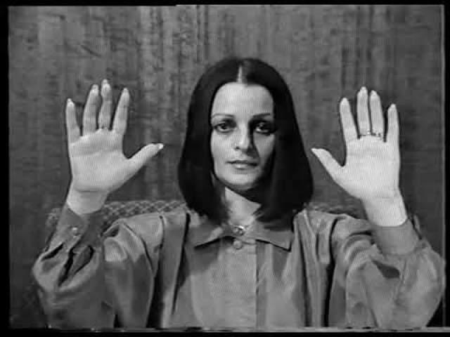 Мзия Левашова. Вторая супруга Николая Левашова. О себе она говорила, что она спустилась на Землю грешную из космоса и руками может излечить любой недуг. Для лечений она организовывала массовые сеансы.