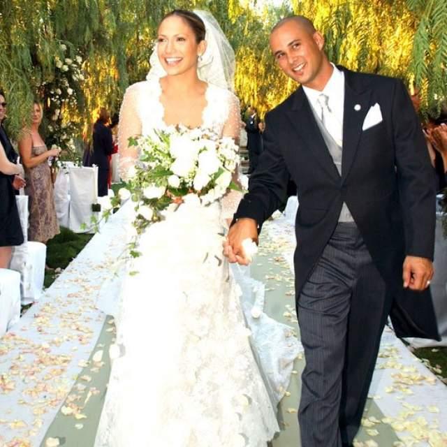 Пара развелась спустя всего несколько месяцев после свадьбы, причем Дженнифер пришлось выплатить бывшему супругу 15 миллионов долларов в качестве отступных.