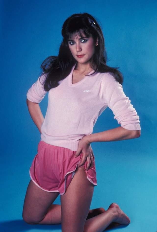 Деми Мур с подросткового возраста строила вполне успешную карьеру модели, не отказываясь и от откровенных фотосессий.
