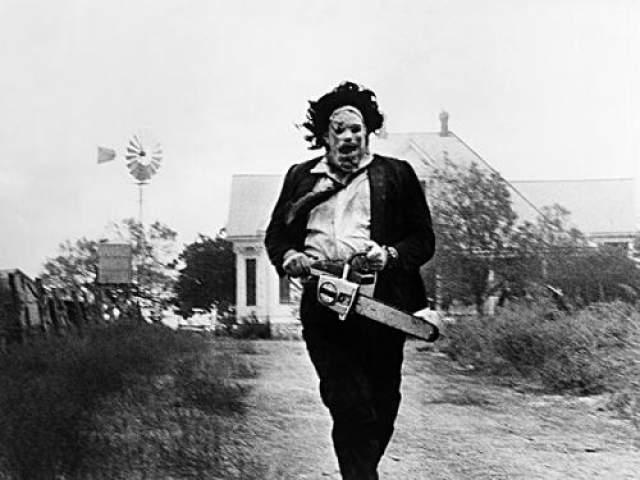 """Гуннар Хансен Гуннар запомнился кинолюбителям как жуткий маньяк """"Кованное лицо"""" из фильма 1974 года """"Техасская резня бензопилой""""."""