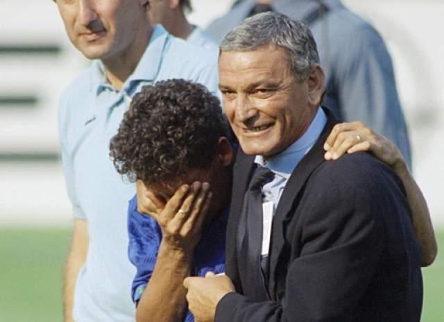 В серии послематчевых пенальти Баджо промахнулся в ворота Бразилии, что стоило команде победы в ЧМ. Он так горько плакал, что вместе с ним зарыдали даже соперники.