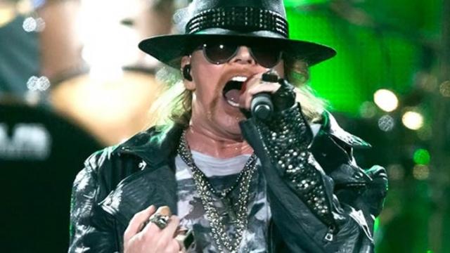 Эксл Роуз. В начале июня 2012 года ограбили гримерку лидера рок-группы Guns N' Roses во время частного выступления в Париже. Наживой преступников стали драгоценности на сумму в $200 тысяч.