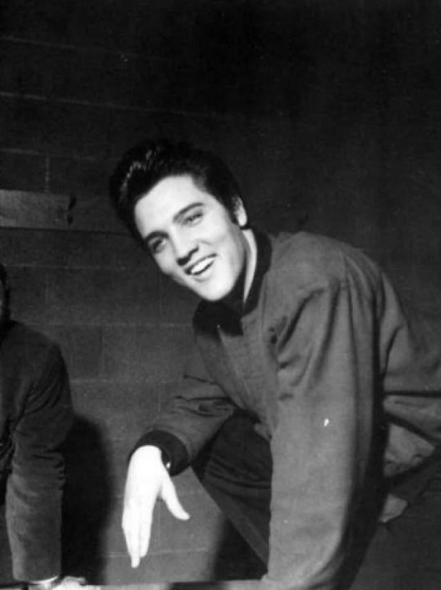 Начиная с 1973 года концерты Пресли начали регулярно отменяться: певец попадал в больницы. Ему приходилось усиленно очищать организм. У него появилась зависимость от сильнодействующих препаратов, хотя сам Пресли не считал себя наркоманом.
