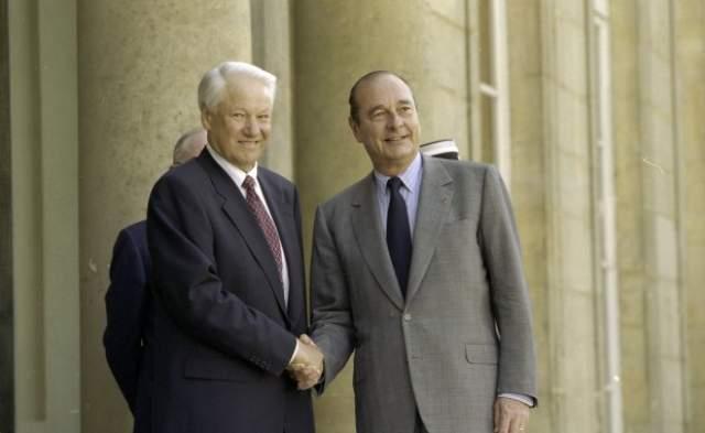 """После этого концерта президент Франции Жак Ширак назвал Пелагею """"русской Эдит Пиаф""""."""