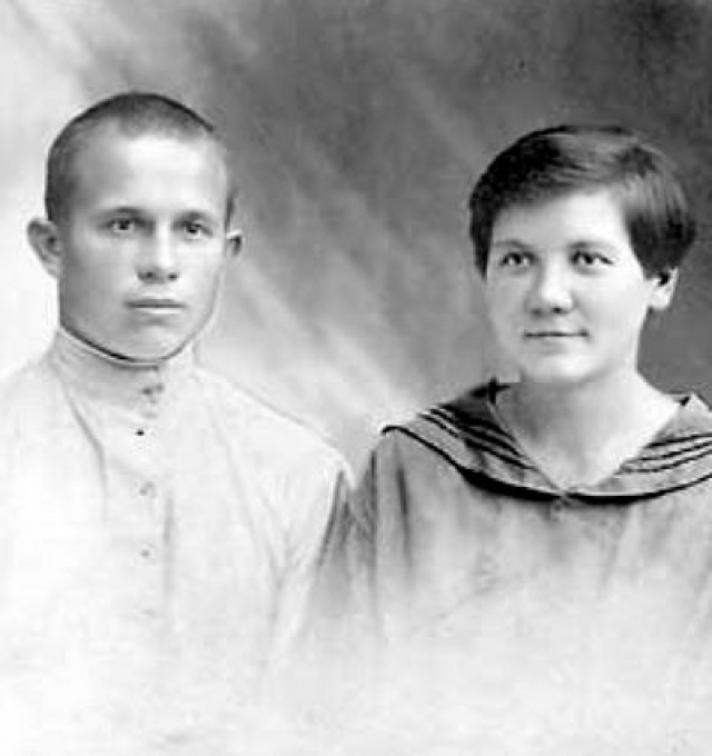 Вторую супругу Нину он встретил в 1922 году. Свой брак они зарегистрируют только после отправки Хрущева на пенсию, в 1965 году.