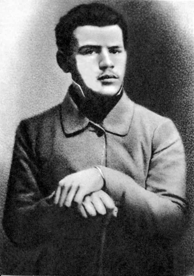 Трое младших детей вновь переехали в Ясную Поляну под наблюдение Ергольской и тетки по отцу, графини А. М. Остен-Сакен, назначенной опекуном детей.