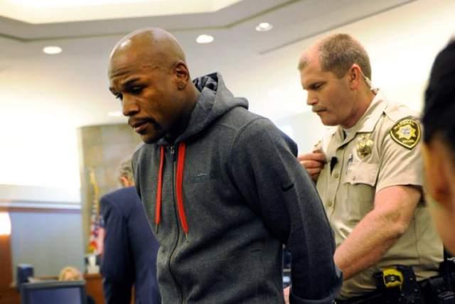 За плечами Мейвезера уже было несколько сроков за домашнее насилие, но судья в Лас-Вегасе назначил ему 90 дней тюремного срока после получения добровольного признания в насилии. Именно это признание позволило ему избежать уголовной статьи с максимальным сроком до 34 лет заключения.