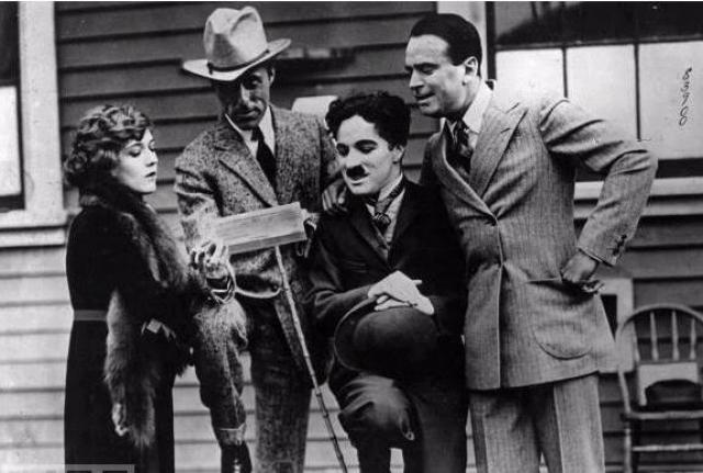 """Чаплин симпатизировал коммунистам, ФБР завело дело на Чаплина еще в 30-х годах — после фильма """"Новые времена""""."""