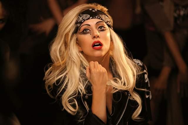 Леди Гага. А вот эта артистка, вероятно, верит в потусторонние силы. В интервью она не раз говорила, что ее преследует дух по имени Райан. Знаменитость однажды даже заплатила баснословные деньги за то, чтобы охотники за привидениями обезопасили от непрошеных гостей концертный зал в Лондоне, где она должна была выступать.