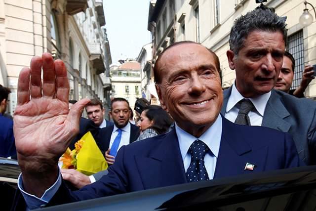 """Вскоре выяснилось, что террорист был психически нездоров, и последние десять лет наблюдался у психиатра. На вопрос, почему он решил запустить """"миланским собором"""" в Берлускони, Тарталья ответил: """"Он мне не нравится""""."""