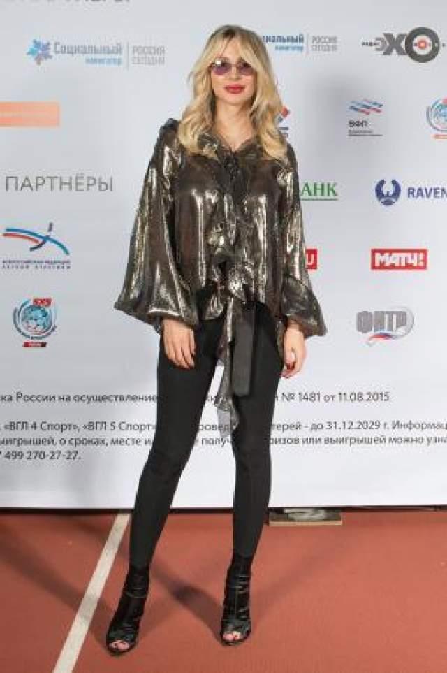 Светлана Лобода, 35 лет. Уже через месяц после рождения второй дочки в мае 2018 года Лобода поразила своей идеальной формой. Похоже, она стала еще стройнее, чем раньше!