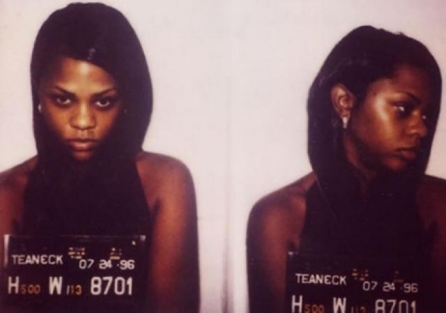 Лил Ким. Рэперша получила год тюрьмы за лжесвидетельство: она скрывала информацию о перестрелке 2001 года, в которой принимали участие ее коллеги - менеджер D-Roc и телохранитель Gutta.