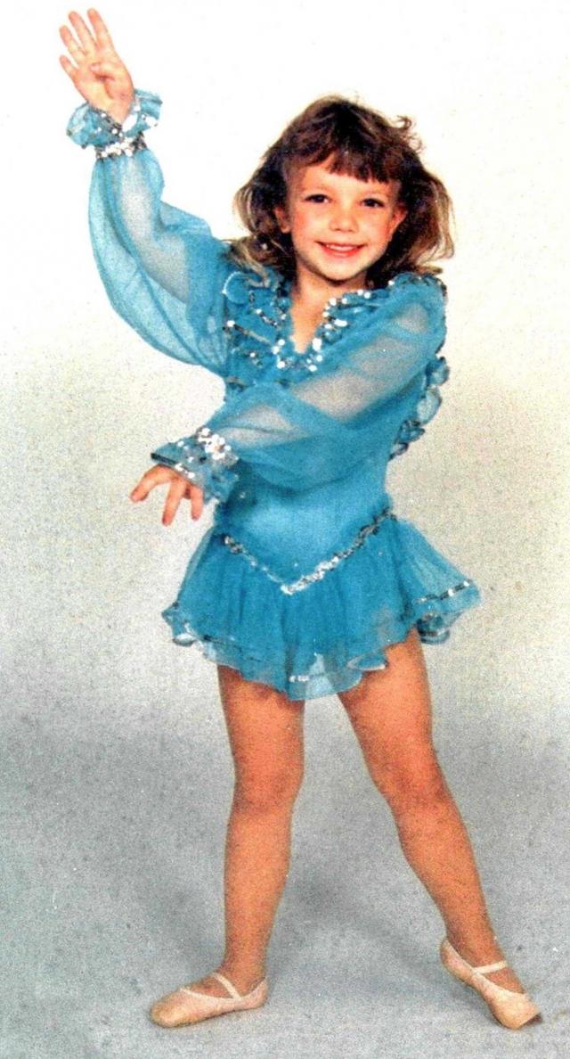 """Популярность настигла Бритни почти сразу после рождения: она появилась в своей первой статье - """"Ребенок Недели"""" газеты """"Kentwood News""""."""