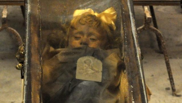 Розалия Ломбардо. Стеклянный гроб с нетленным телом Розалии Ломбардо находится в небольшом храме в Палермо.