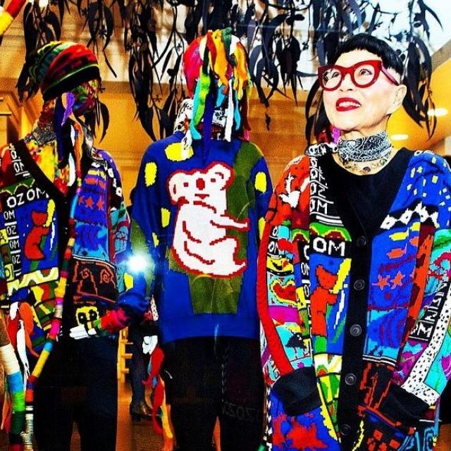 Кроме того, что покоряет интернет-пользователей, Дженни занимается производством собственной линии вязанной одежды.