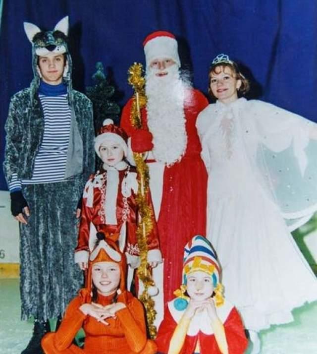 Максим Траньков занимался фигурным катанием в ледовом дворце и каждый Новый год участвовал в ледовых постановках.