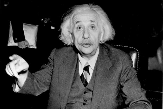 """Альберт ненавидел фантастику. Чтобы не исказить чистую науку и дать людям ложную иллюзию научного понимания, он рекомендовал полное воздержание от любого типа научной фантастики. """" Я никогда не думаю о будущем, оно и так скоро придет, """" - сказал он."""
