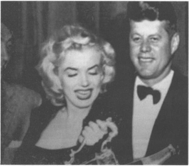 Есть подозрения и сейчас, что любовная связь с президентом стала причиной смерти актрисы - ее нашли мертвой в ее квартире в августе 1962 года.