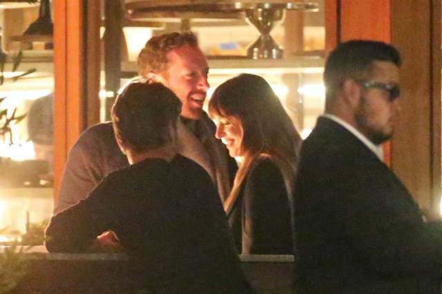 А это романтическое свидание Дакоты Джонсон и Криса Мартина .