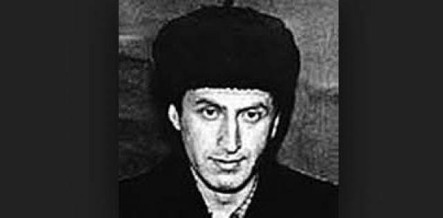 Первое убийство Ионесян совершил в 1963 году: попав обманным путем в квартиру, он зарубил топором 12-летнего мальчика, который был дома один, и забрал несколько вещей.