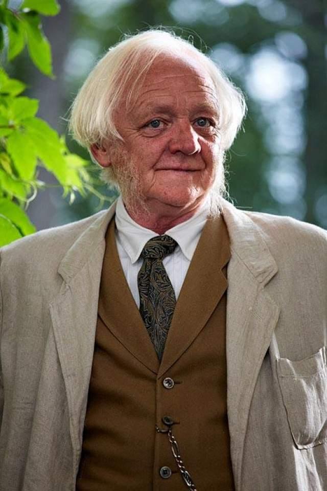 """Его возвращение произошло уже в преклонные годы - он снялся в фильме Игоря Апасяна """"Граффити"""", получившем один из главных призов на кинофестивале """"Окно в Европу"""" в Выборге. Ушел из жизни при неясных обстоятельствах 5 июля 2010 года."""