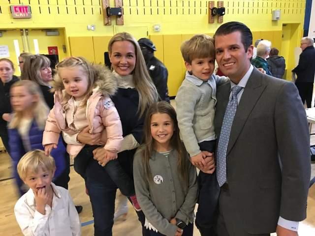 Трамп-младший женат на модели Ванессе Хейдон, с которой воспитывает пятерых детей.