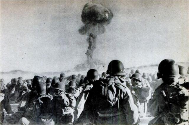 Действие радиации на солдат. Для медицинских опытов в том числе были проведены и учения на Тоцком полигоне в 1954 году, когда была взорвана ядерная бомба