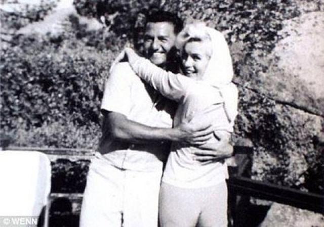 Последние в своей жизни выходные Мэрилин Монро провела с Фрэнком Синатрой и джазовым пианистом Бадди Греко.