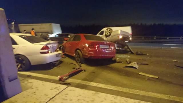Как сообщил виновник аварии на Honda Accord в полиции, он не смог правильно оценить обстановку на дороге: мигали аварийки, но не было выставлено аварийных знаков.