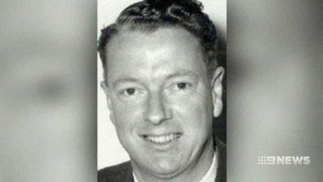 """Австралийский телеканал 7 News возобновил расследование - после выхода книги """"Satin Man"""".Один из героев документальной книги сказал, что детей Бомонт убил его отец Гарри Фиппс - бизнесмен, владевший фабрикой New Castalloy в Аделаиде. В день исчезновения он якобы видел пропавших детей на заднем дворе дома."""