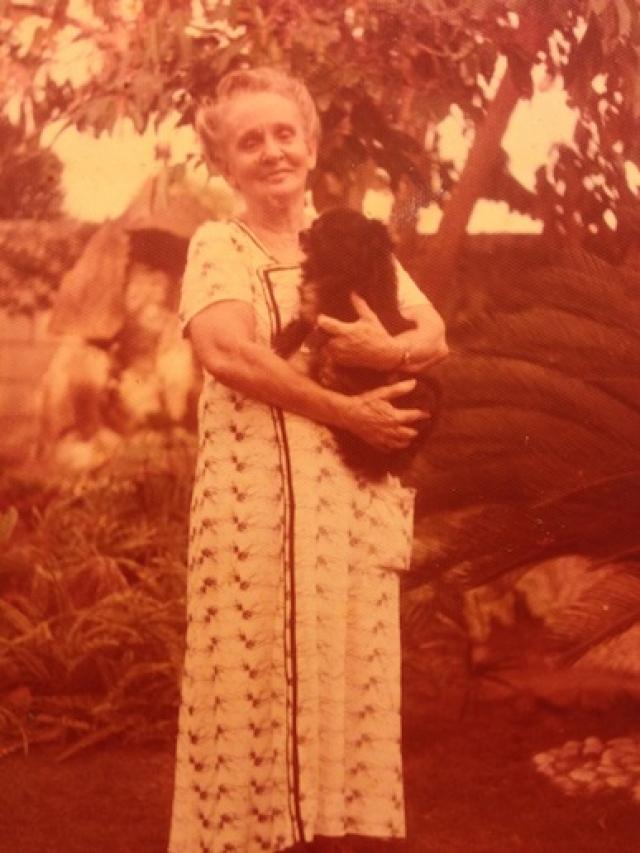 Патэрсон по рассказам бабушки сделала вывод, что та жила в богатой семье. В частности, по словам Кэтрин, та рассказывала, что у нее было три сестры и брат. Брата она называла Алексеем, одну из сестер - Марией.