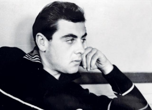 Владимир Долинский. В начале 70-х актер вместе с Театром сатиры собирался на гастроли в Швецию, для чего обменял скромную сумму в доллары, которую позже поменял обратно с небольшим наваром.