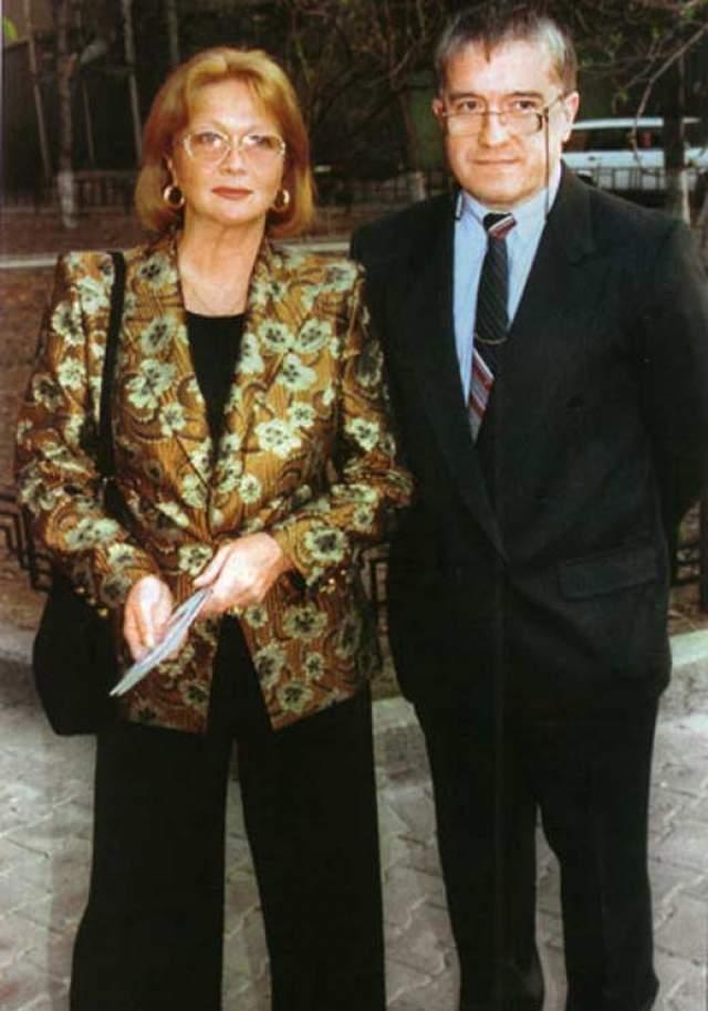 Третий муж - Михаил Филиппов, давний знакомый актрисы. В 1986 году они поженились, и в этом браке актриса обрела счастье до самой смерти. Однако детей у них не было: сама актриса говорила, что детей ей заменил театр.