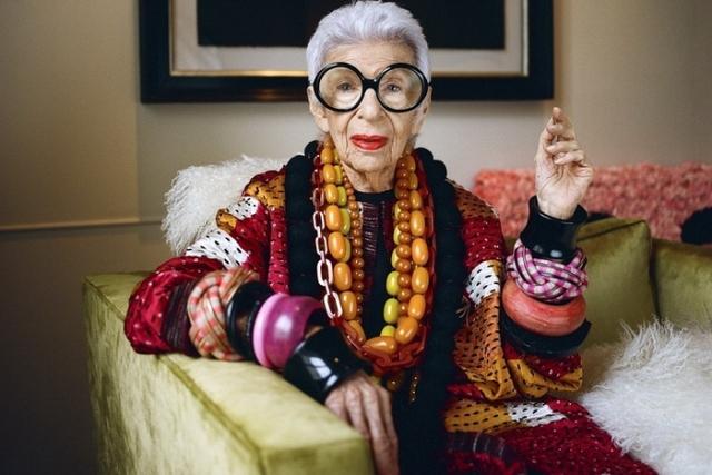 Айрис Апфель. 96-летняя звезда - дизайнер, коллекционер, модель и основатель одной из самых крупных компаний по производству тканей в мире.