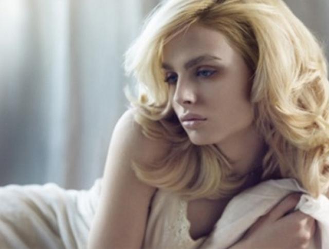 Известный манекенщик сербско-хорватского происхождения также изменил имя - теперь привлекательную и востребованную в мире моды модель зовут Андреа.