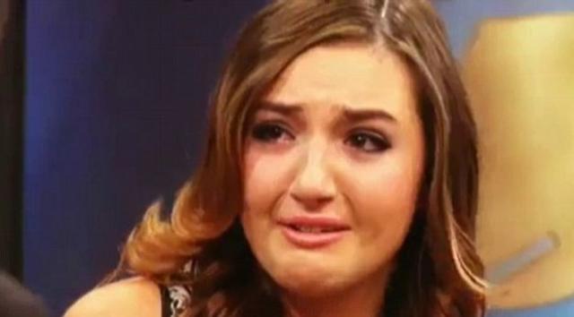 Эшли Хорн напротив всячески старается наладить со звездной родственницей контакт и даже потратила $25 000 на пластические операции, чтобы быть на нее похожей.