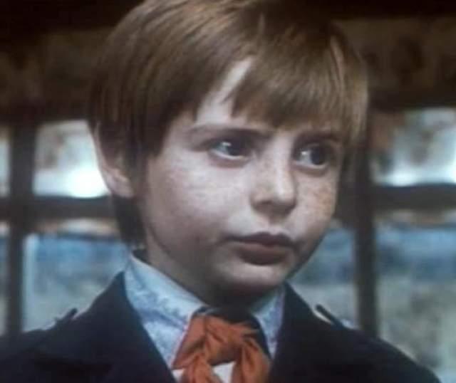 Евгений Лившиц (Чижиков). Юный актер, хоть его роль и была эпизодической, сразу же запомнился всем зрителям.