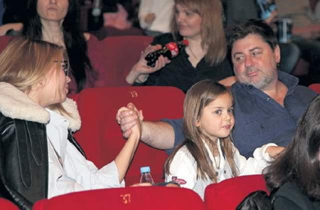 Также Александр в 2016 году был обвинен в неуплате алиментов. Добилась ли артистка своими заявлениями внимания бывшего мужа - неизвестно. По ее словам, он по-прежнему не уделяет дочери никакого внимания, занимаясь лишь детьми во втором браке с Викторией Галушкой.
