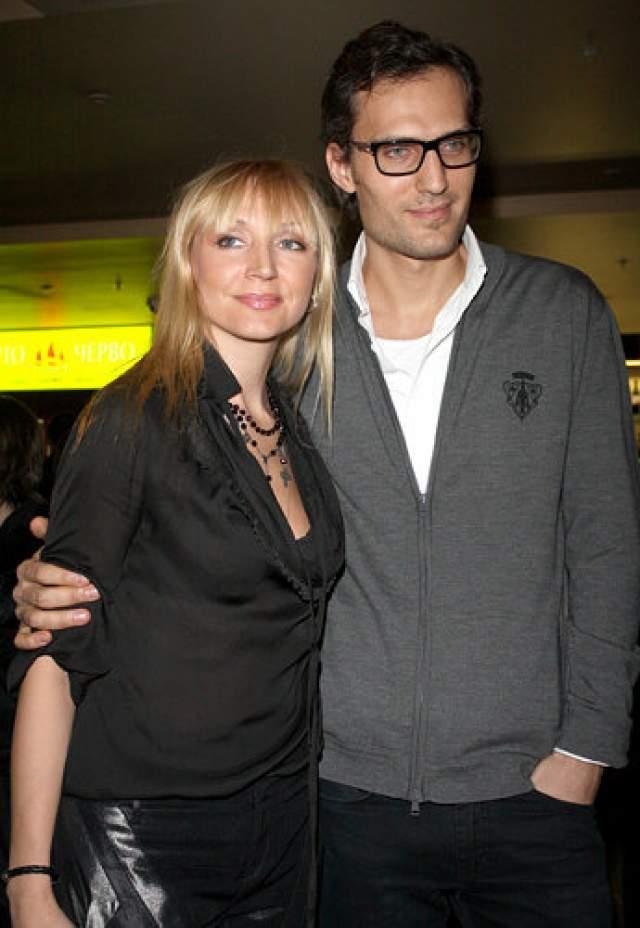 Кристина Орбакайте. В 2005 году певица стала женой американского бизнесмена русского происхождения Михаила Земцова.