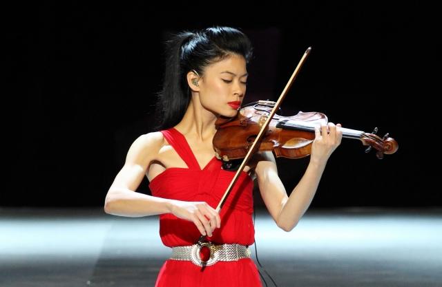 Ванесса Мэй. Скрипачка, ставшая известной благодаря исполнению классических произведений в современной обработке, всерьез увлечена горными лыжами. На международных соревнованиях по гигантскому слалому она дебютировала в Коронет-Пике, в августе 2013 года.