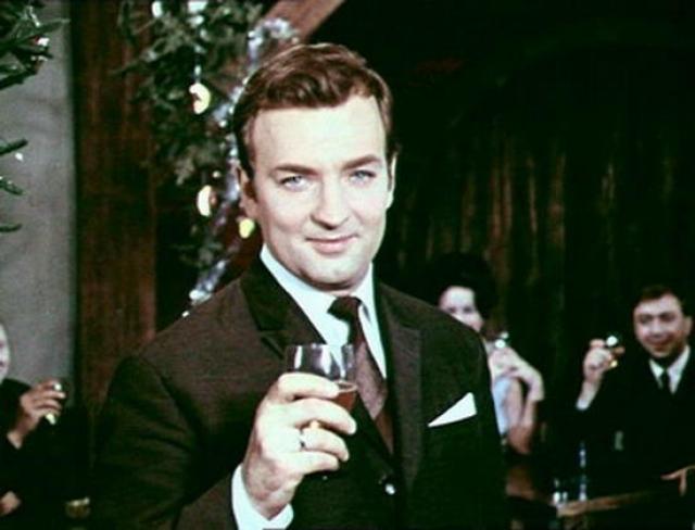 """Дебютировал в кино актер в 1956 году в эпизоде фильма """"Разные судьбы"""" , но сейчас эти роли и роли последующих двух десятилетий малок то вспомнит."""