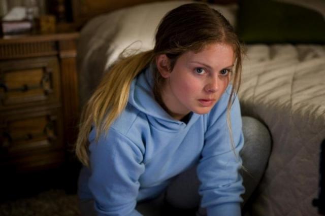 """Роуз МакИвер. Актриса умудрилась скинуть 13 лет будучи 22-летней девушкой в фильме """"Милые кости""""."""
