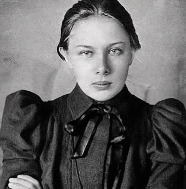 Надежда Крупская. 22 июля 1898 года Владимир Ульянов обвенчался с ярой социалисткой Надеждой Крупской.