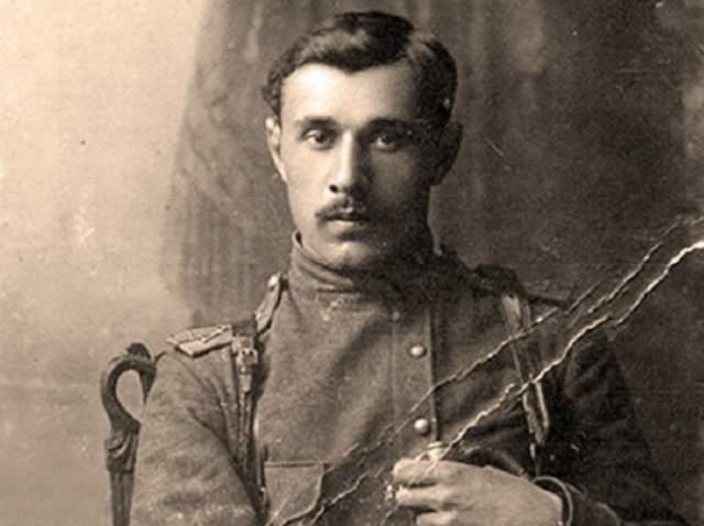 Николай Скоблин, к слову, был самым молодым генералом Белой армии. Ему было тогда всего 27 лет.