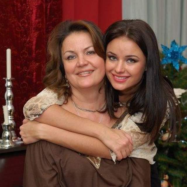 Разумеется, годы начали брать свое, и какое-то время назад женщина выглядела как обычная, среднестатистическая россиянка возрастом 50+.