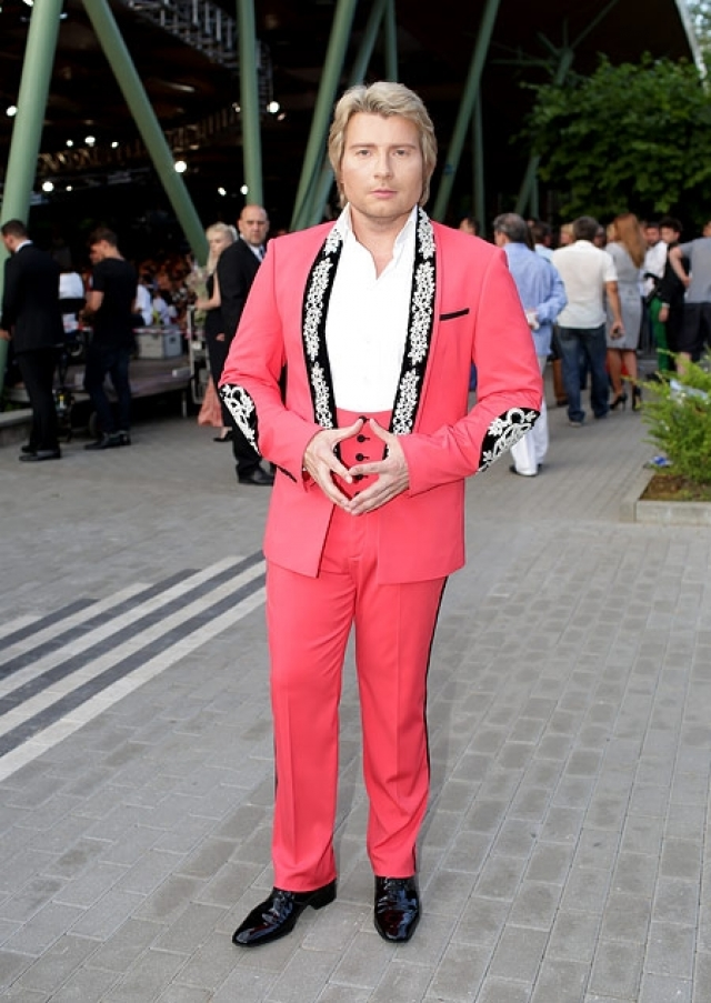 Николай Басков показал, что розовый любят не только блондинки, но и блондины.