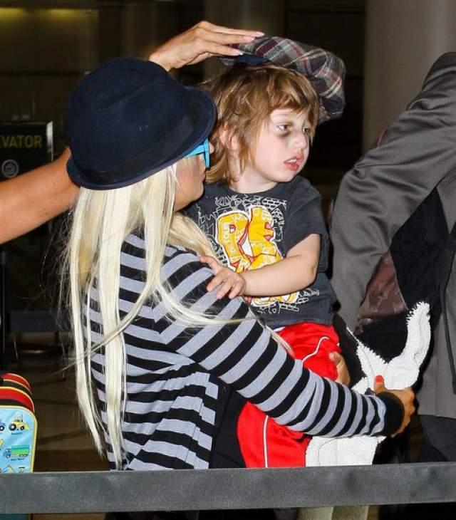 Кристина Агилера. Скандал вокруг певицы разгорелся в 2011 году, когда в Сеть попали фото ее трехлетнего сына Макса с огромными синяками на лице.