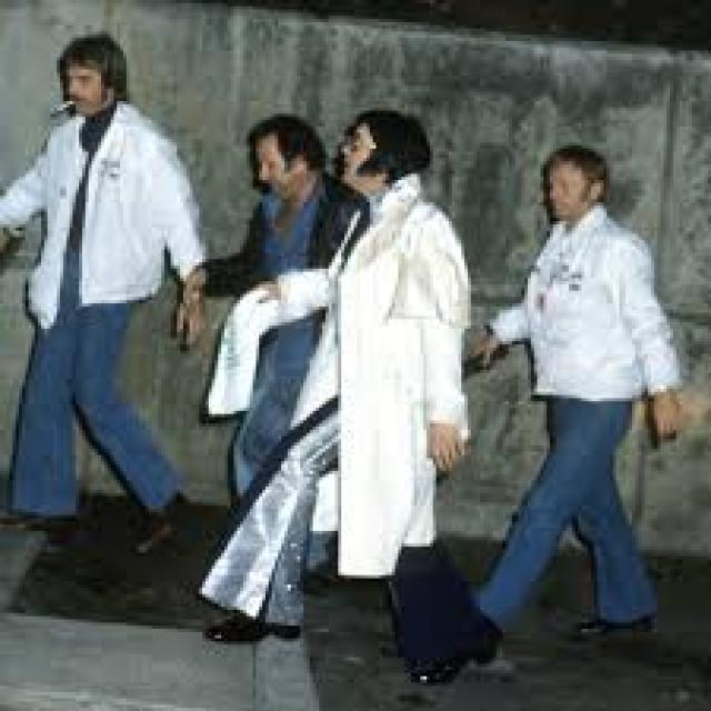 """Пресли вернулся в """"Грейсленд"""", в котором пребывал в обычном бездействии, отдыхая перед новыми гастролями, назначенными на 17 августа."""